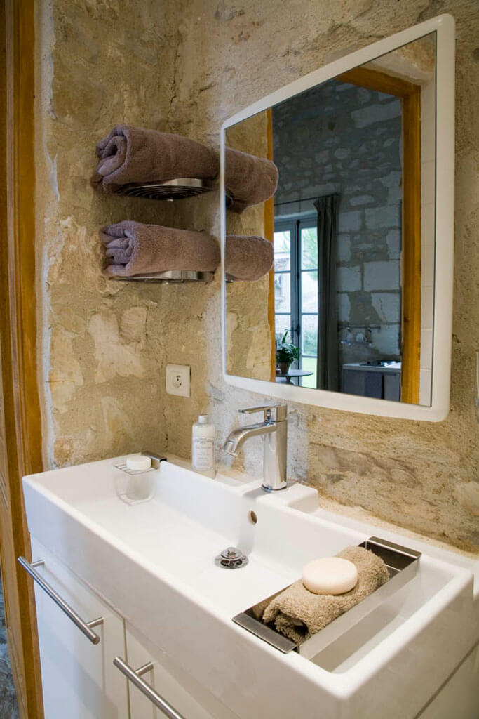chateau de mailly pavilions bathroom